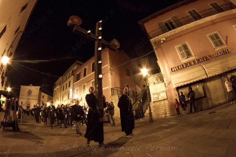 processione cristo morto di cascia